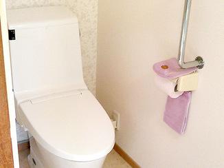 トイレリフォーム バリアフリーで足元まで明るいトイレ