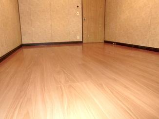 内装リフォーム 安心して歩けるよう補強し、掃除もしやすい床