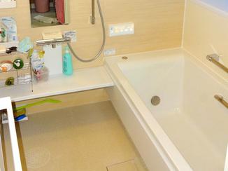 バスルームリフォーム 明るく優しい雰囲気の洗面所とバスルーム