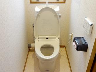 トイレリフォーム 明るさと清掃性をアップさせたトイレと洗面室