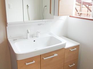 洗面リフォーム 空間を無駄なく利用したバスルームと洗面所
