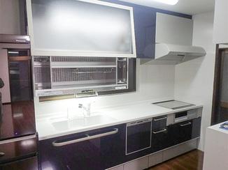 キッチンリフォーム 人工大理石のトップで掃除のしやすいキッチンに