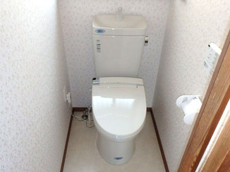 トイレリフォーム タイル床のトイレから温かく広いトイレへ