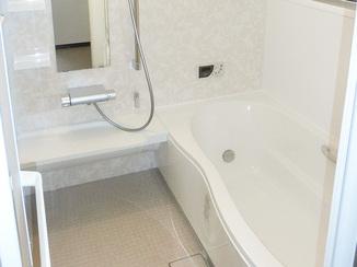 バスルームリフォーム 水まわりの間取変更し広々お風呂に