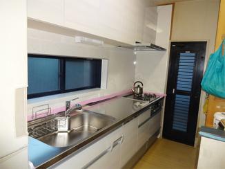 キッチンリフォーム 予算を考慮したご提案で、明るい空間のシステムキッチンに!
