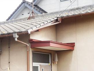 小工事 カバー工法で見た目も美しく補修した玄関庇