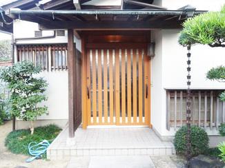 エクステリアリフォーム 開閉も軽く、デザインもお家に合う防犯性の高い玄関ドア