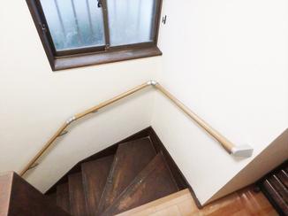 内装リフォーム 階段の上り下りも安心な、お客様に合わせて取り付けた手すり