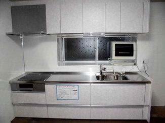 キッチンリフォーム 料理もお手入れもしやすいシステムキッチン