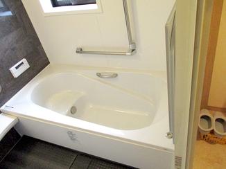バスルームリフォーム 介護が必要な両親のための、バリアフリーの水廻り空間