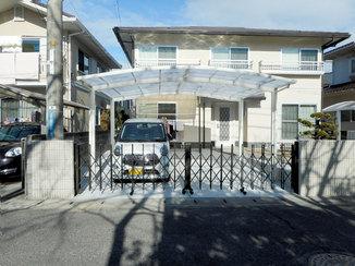 エクステリアリフォーム 両開きの門扉で開け閉めが楽になった駐車場